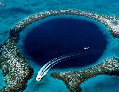 Great Blue Hole - Aerial view