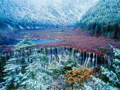 Jiuzhai-Valley_Jiuzhaigou-Valley-panorama_3848.jpg