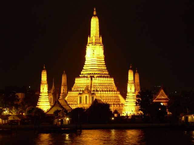 Wat Arun - Wat Arun view by night