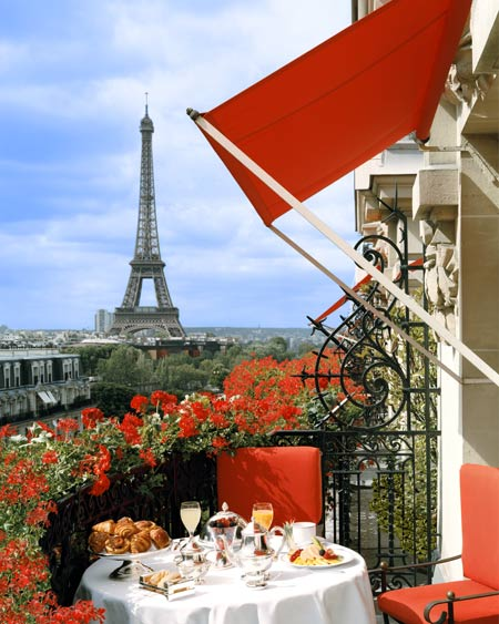 Hotel Plaza Athenee in Paris - Excellent scenery