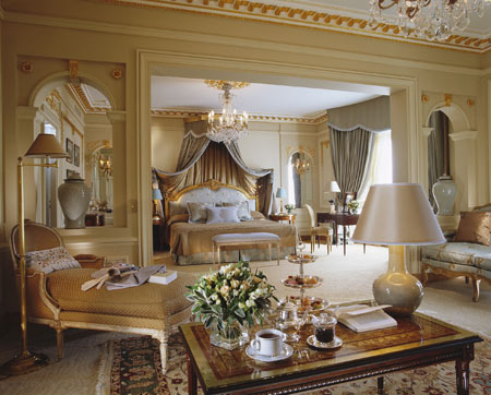 Hotel Plaza Athenee in Paris - Luxury and comfort