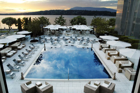 The President Wilson Hotel in Geneva - Outdoor swimming pool