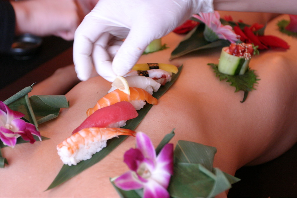 Nyotaimori  - Serving sushi