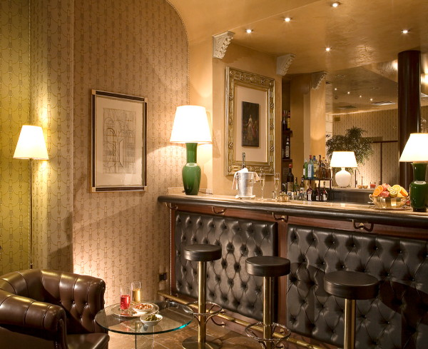 Hotel pierre milano the best 5 star hotels in milan italy for Hotel the best milano