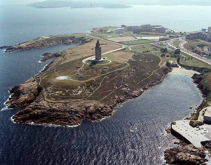 Najlepši svetionici sveta Tower-of-Hercules_Aerial-view_4662