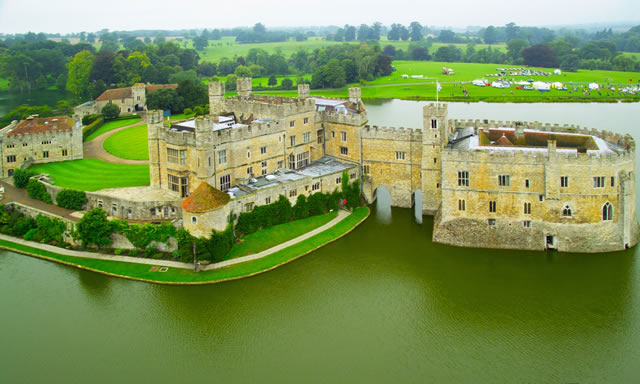 http://www.bestourism.com/img/items/big/1248/Leeds-Castle-in-UK_Aerial-view_4695.jpg