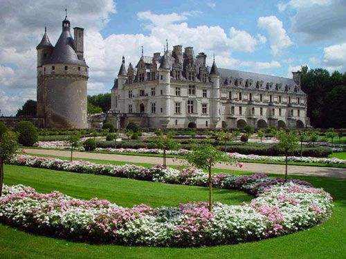 Chenonceau Castle in France - Beautiful gardens