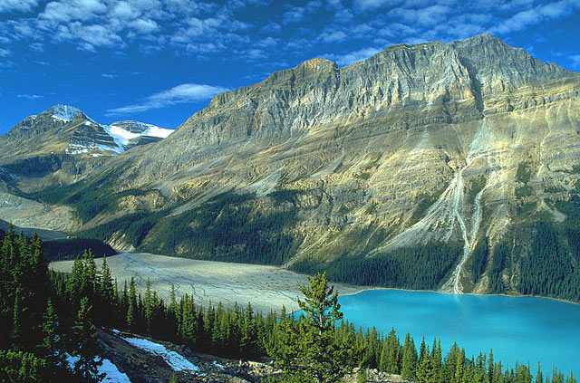 Peyto Lake in Canada - Splendid natural scenery