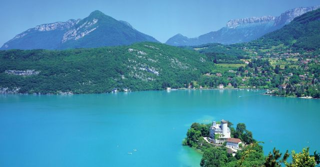 Lake Annecy in France - Idyllic scenery