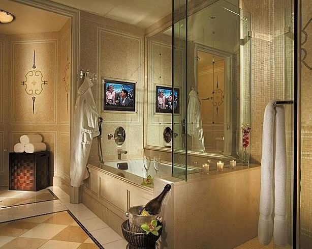 Four Seasons Beverly Wilshire - Luxurious bathroom