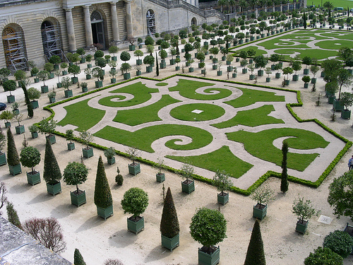 Gardens of versailles the most beautiful gardens in the for Garden design versailles