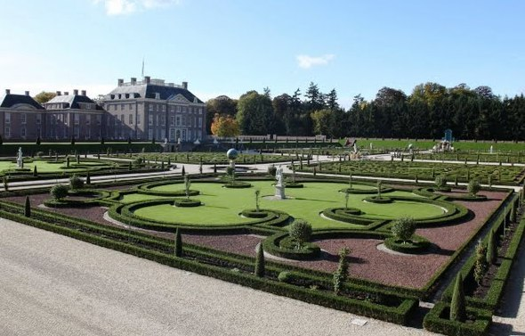 Gardens at Het Loo Palace - Palace and Gardens view