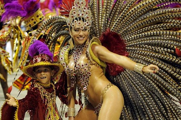 http://www.bestourism.com/img/items/big/1396/Rio-de-Janeiro-Carnival-Brazil_Colourful-festival_5600.jpg
