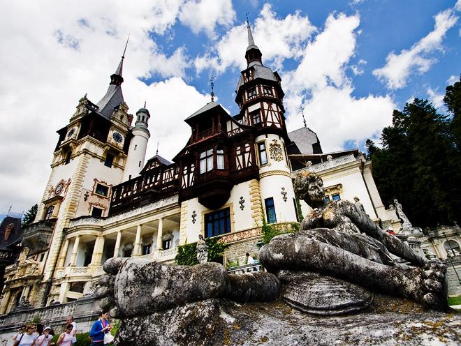 Dvorci koje verovatno nikada nećete posedovati - Page 3 Pele-Castle-Romania_Peles-Castle-view_5918