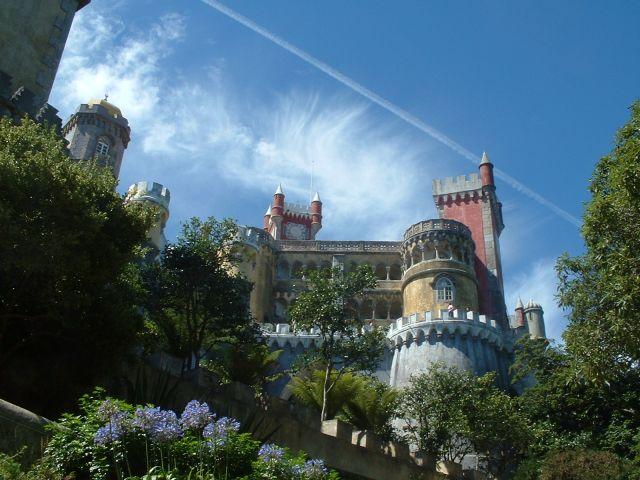 http://www.bestourism.com/img/items/big/154/Palacio-da-Pena-Portugal_Exubarant-setting_632.jpg