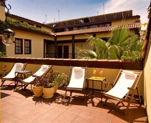 Alp Pasa Boutique Hotel  - Well furnished outdoor spaces