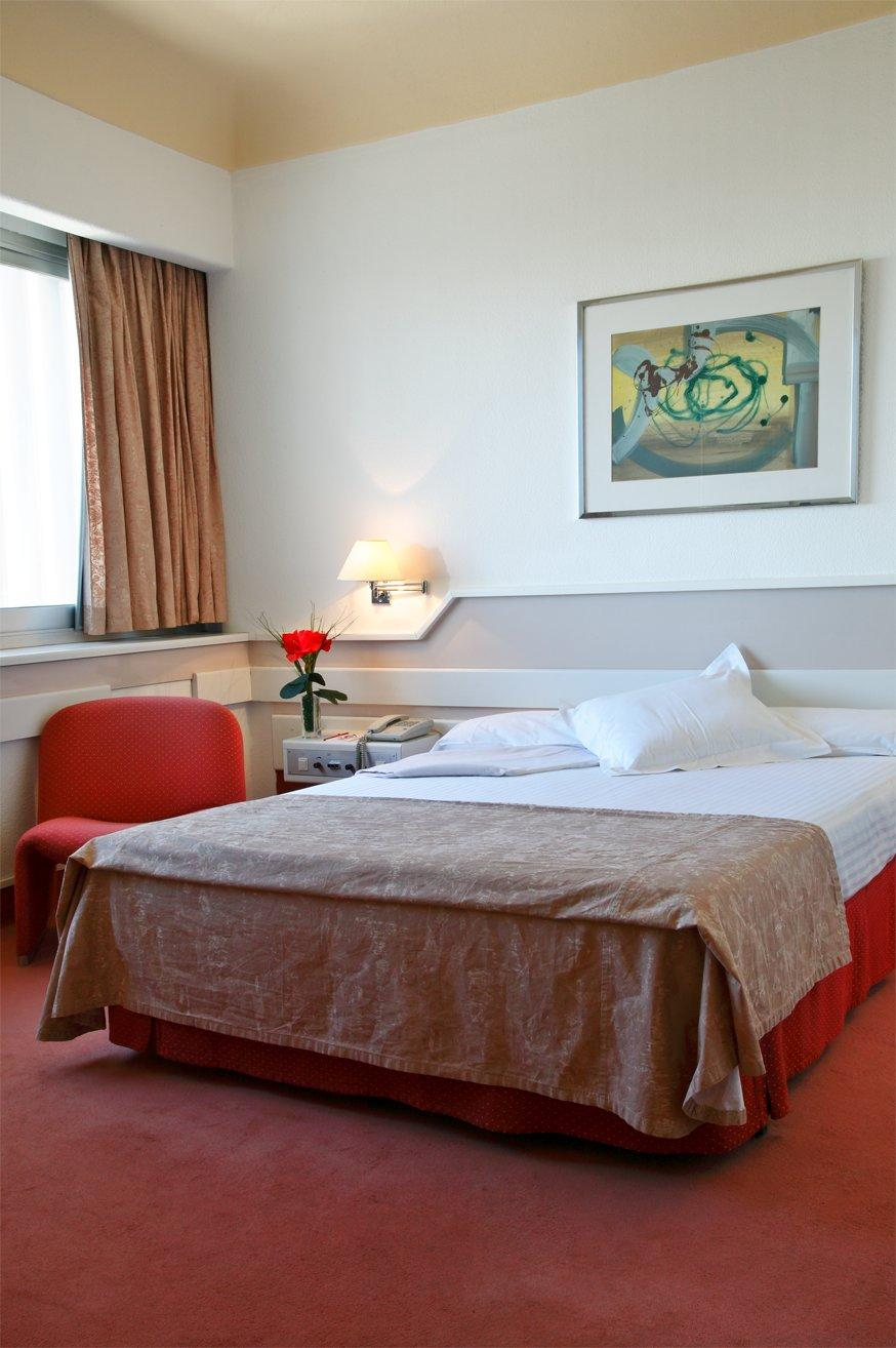 Hotel Husa Chamartin - Elegant inside spaces