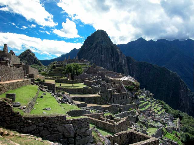 historyfacts of machu pichu in peru essay Tucked away in the rocky countryside northwest of cuzco, peru, machu picchu is  believed to have been a royal estate or sacred religious site for inca leaders,.