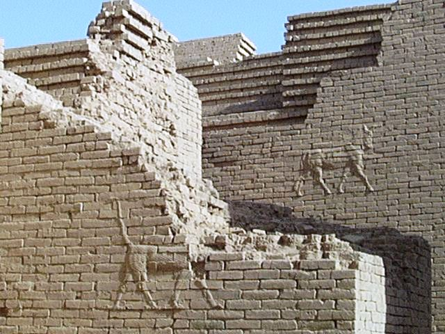 Babylon in Irak - Original Babylon walls
