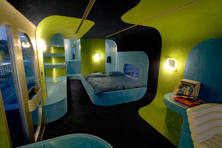 Images everland in paris stylish interior design 986 for Hotel design paris 8