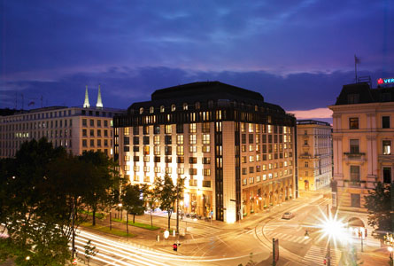 hilton vienna plaza the best hotels in vienna. Black Bedroom Furniture Sets. Home Design Ideas