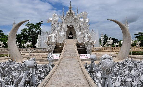 Wat Rong Khun in Thailand - Amazing architecture