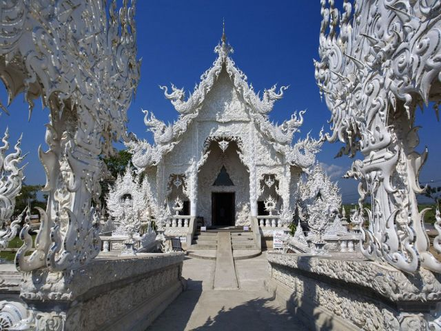 Wat Rong Khun in Thailand - Unique design