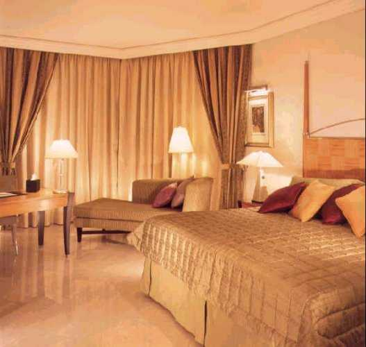 Fairmont dubai the best hotels in dubai united arab for Best hotel rooms in dubai