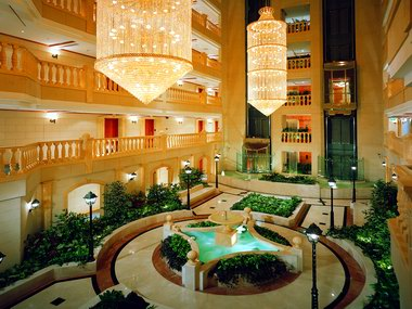 Metropolitan palace hotel the best hotels in dubai for Dubai the best hotel