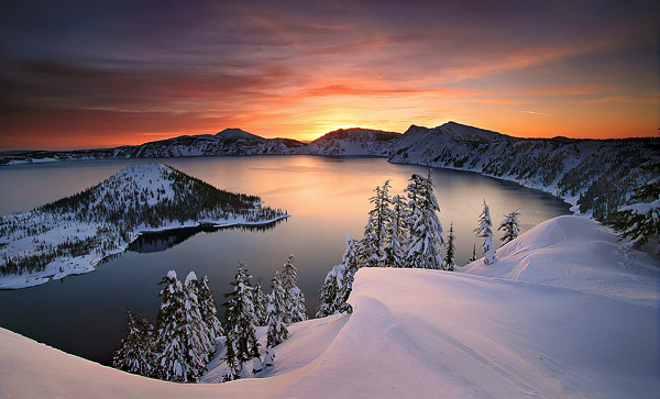 Crater Lake in USA - Beautiful sunset