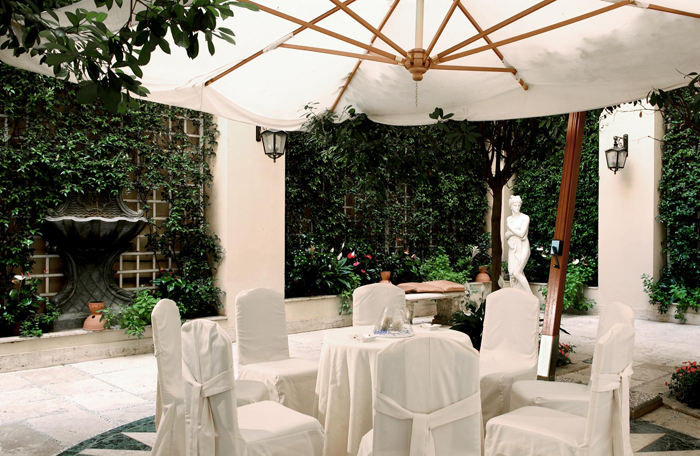 St. Regis Grand Hotel - Cosy outdoor spaces