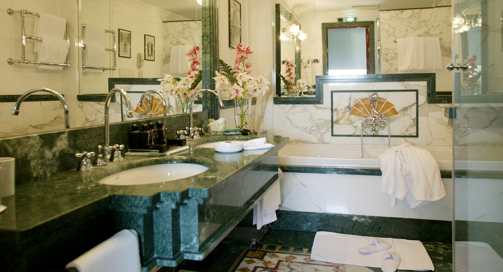 Regina hotel baglioni the best hotels in rome for Bathroom decor regina