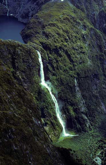 Sutherland Falls in New Zealand - Panoramic scenery