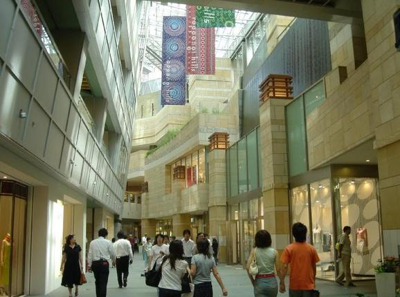 Roppongi Mall in Tokyo, Japan - Inside view