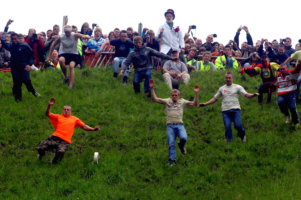 http://www.bestourism.com/img/items/big/457/Cooper-s-Hill-Annual-Cheese-Rolling_Start-of-the-competition_1905.jpg