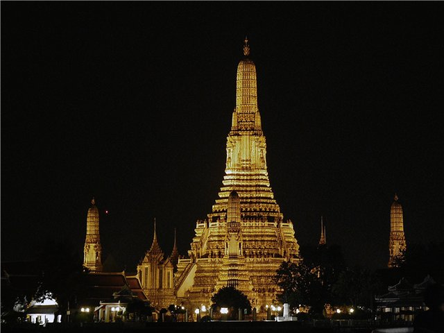 Bangkok in Thailand - Wat Arun Temple at night