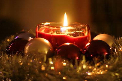 http://www.bestourism.com/img/items/big/6285/Christmas_Christmas-decorations_5949.jpg