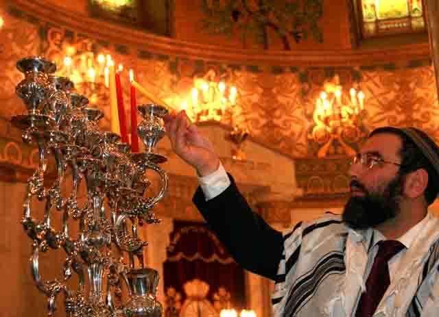 Beautiful Hanukkah   Lighting The Menorah Pictures Gallery