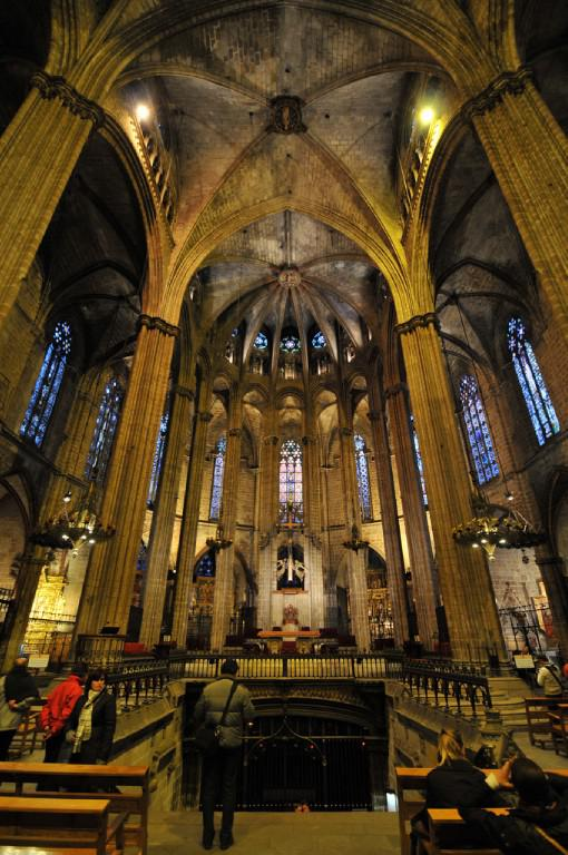 Barcelona cathedral the most beautiful cathedrals of spain for Catedral de barcelona interior