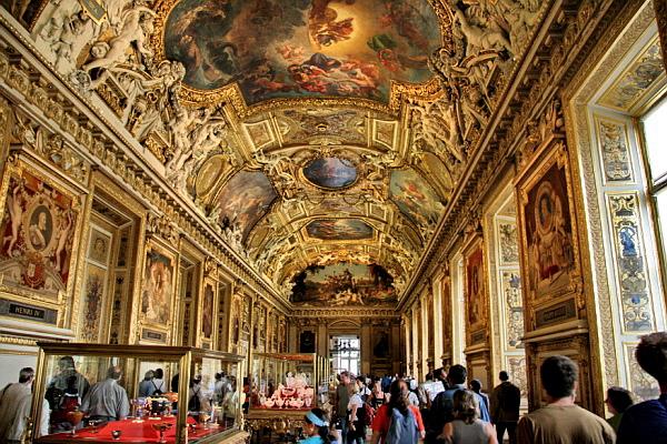 Images Louvre Museum in Paris, France Interior view 7228