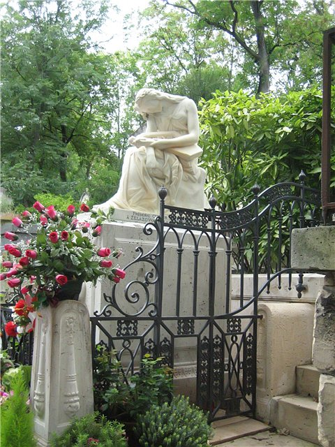 Pere Lachaise Cemetery in Paris, France - Frédéric Chopin grave