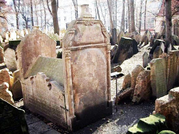 Old Jewish Cemetery in Prague, Czech Republic - Mordecai Meisel grave