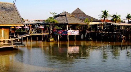 Lake View Restaurant Nice From The Floating Market