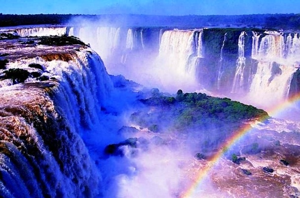 Iguassu Fall - The most beautiful places in Brazil