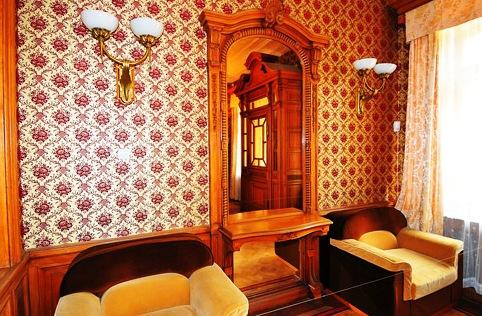 Massandra Palace - Elegant furniture