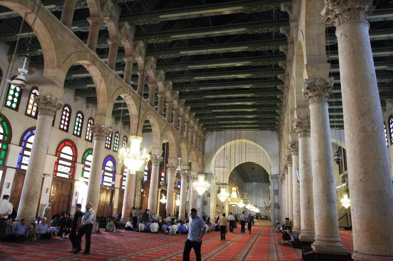 Damascus in Syria - Muslims praying at Umayyad Mosque