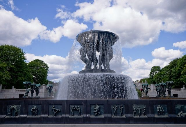 Vigeland Park - Fountain view