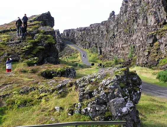 Thingvellir National Park - Huge Stones