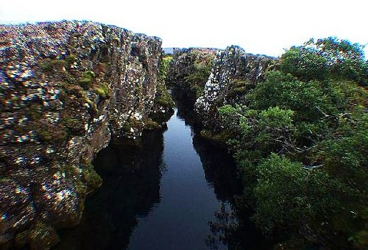 Thingvellir National Park - Water fissure