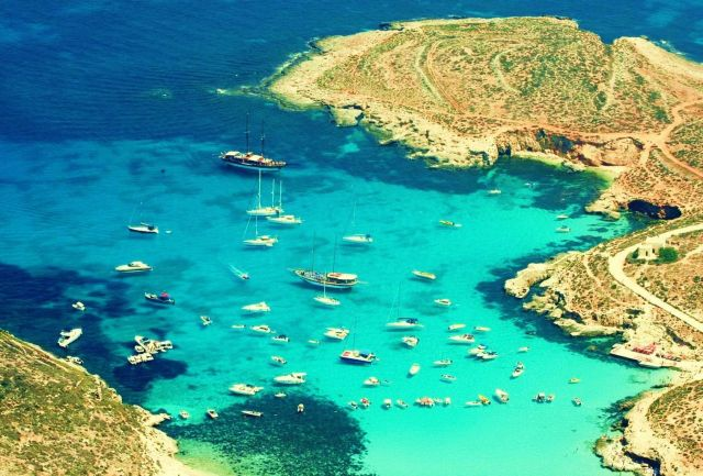 Blue Lagoon - The best touristic attractions in Malta - photo#1